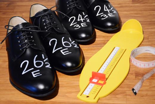 足のサイズを測定